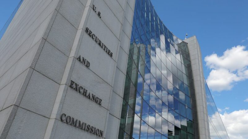U.S. SEC to consider new restrictions on company insiders' trading plans